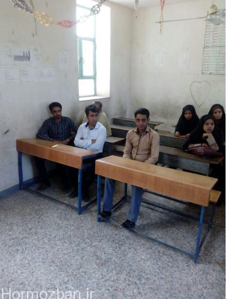 تشکیل جلسات گروه های همیار مدارس مرکز شهر هشت بندی