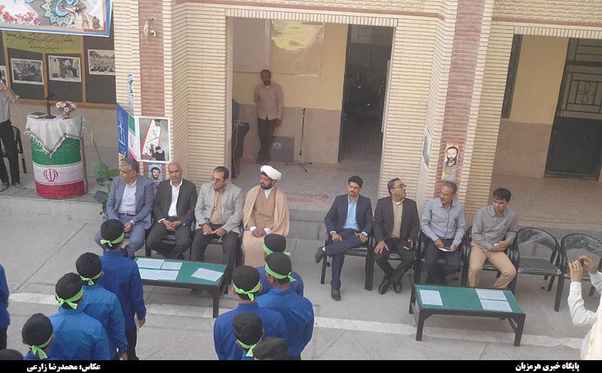 زنگ بازگشایی مدارس در دبیرستان آیت الله طالقانی میناب نواخته شد + تصاویر