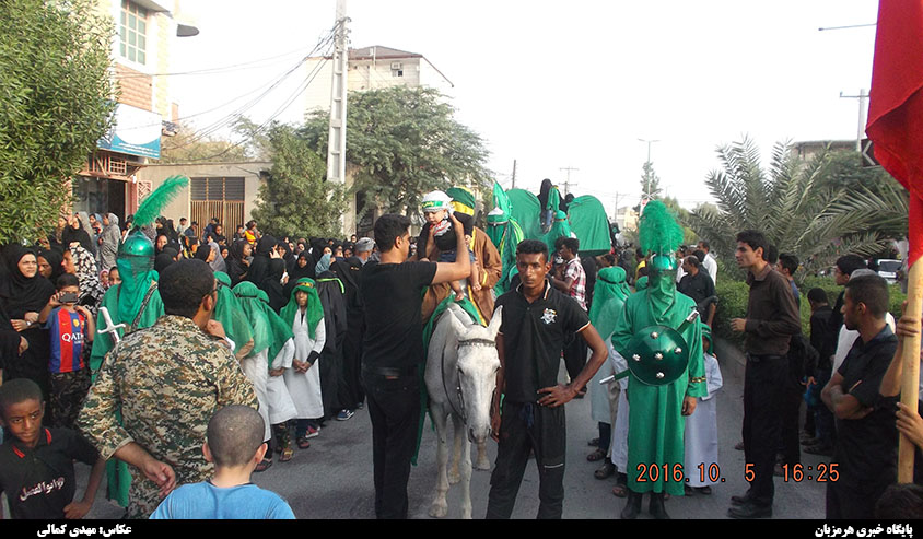 حرکت کاروان حسینی در شهر میناب / حضور گسترده مردم در راهپیمایی + تصاویر