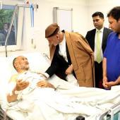 گزارش تصویری: عیادت «اشرف غنی» از مجروحین حمله تروریستی کابل