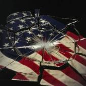 جیم دبلیو دین: امروز مدیریت آمریکا به دست عدهای جنایتکار افتاده است